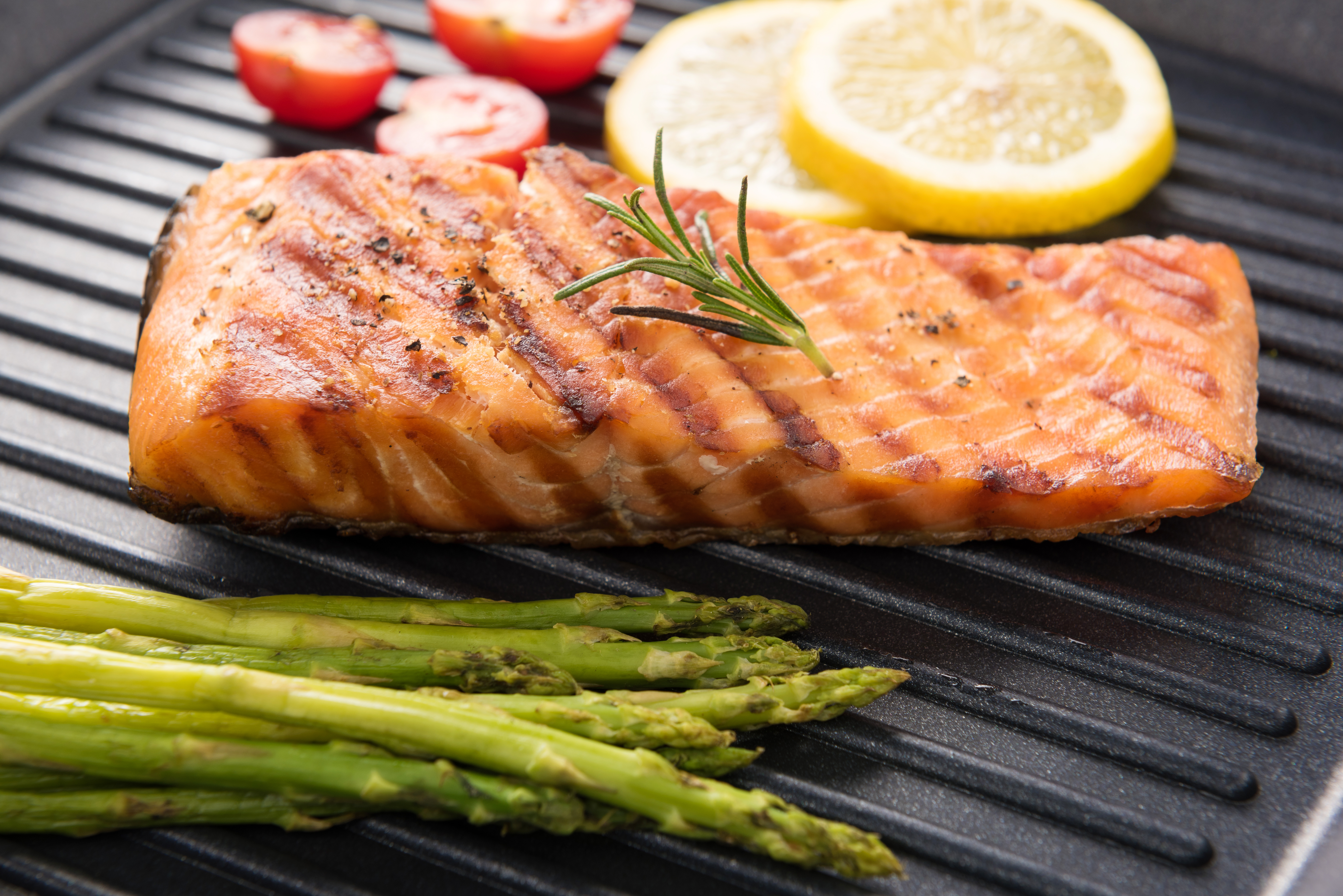 Jamie 39 s 1 minute tips how to grill a fish fillet for How to grill fish fillet